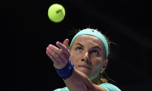 Kuznetsova cuts own hair during final